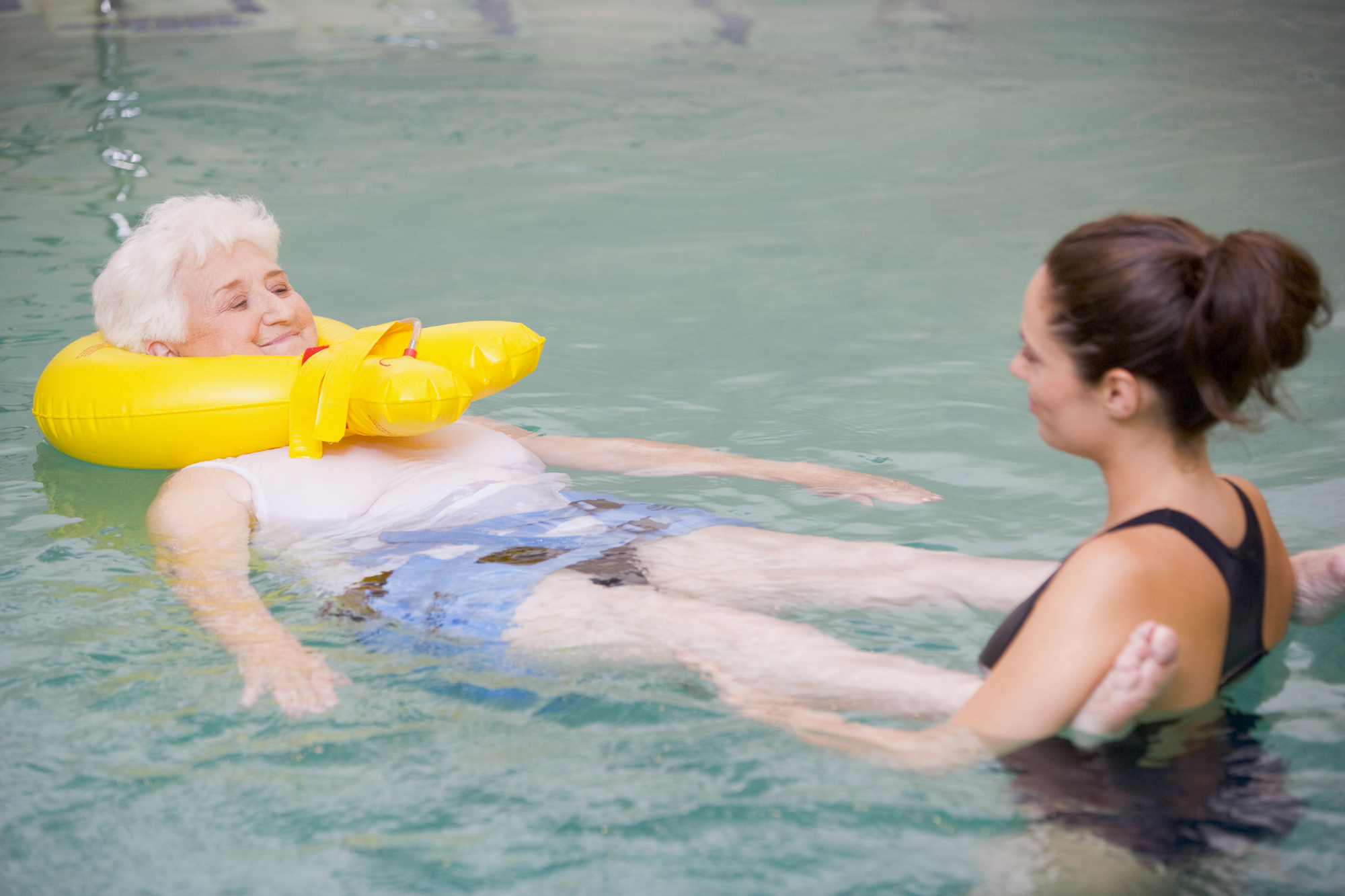 a contrast between aquatic therapy and traditional therapy in treating arthritis At chesapeake bay aquatic & physical therapy we treat patients of all ages, backgrounds and interests our therapists have a wide range of experience treating professional and recreational athletes as well as individuals who have suffered injuries at work or in accidents involving personal injury download our brochure our services include: aquatic therapy.